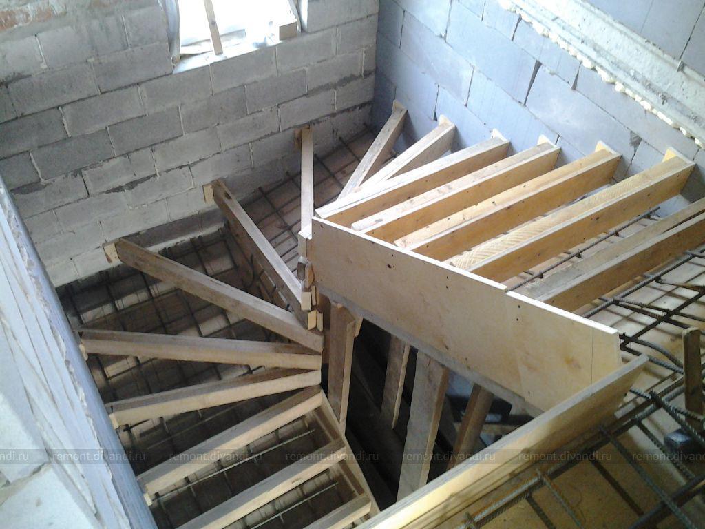 Забежная бетонная скелетная лесница фото
